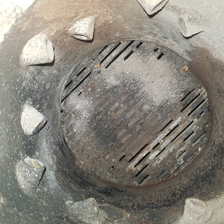 Burner grate before cleaning